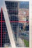 Reflexion auf ein Seite Kio-Türmen Stockbilder