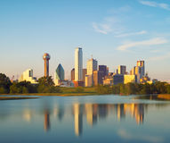 Reflexion av Dallas City, Texas, USA Royaltyfri Bild