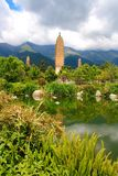 Reflexion av de tre pagoderna i Dali Arkivfoto