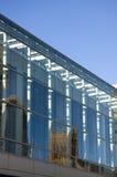Reflexion av den gammala kyrkan på modern glass byggnad Royaltyfria Foton