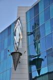 Reflexion av den symboliska facklan i Detroit Arkivbild