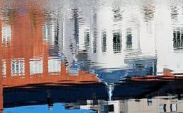 Reflexion av en art déco som bygger i vattenyttersida Royaltyfri Fotografi