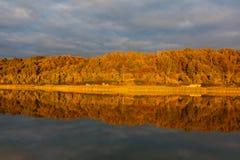 Reflexion av himlen i vatten Royaltyfri Foto