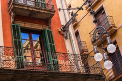 Reflexion av himlen på balkongfönstret Fotografering för Bildbyråer