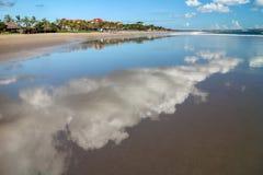 Reflexion av himmel i vattnet i Bali, Indonesien Arkivbild