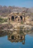 Reflexion av monumentet Royaltyfria Foton