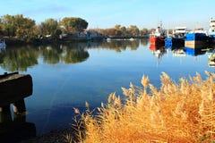 Reflexion av November, den gamla pir Fotografering för Bildbyråer