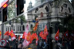 Reflexion av protesten Royaltyfria Bilder