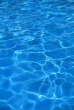 Reflexion av simbassängvatten Royaltyfria Foton