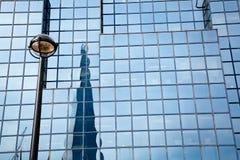 Reflexion av skärvan London Royaltyfri Foto