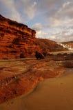 Reflexion av solnedgången på klippor Royaltyfri Bild