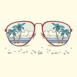 Reflexion av stranden, palmträd, strand in Arkivfoto