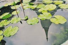 reflexion av templet Royaltyfri Bild