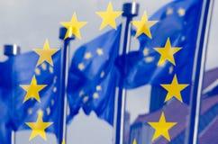 Reflexion av UE-flaggor Arkivfoton