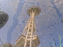 Reflexion av utrymmevisaren i Seattle Arkivbilder