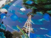 Reflexion av utrymmevisaren i Seattle Royaltyfri Foto