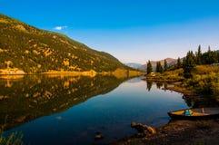 Reflexion Colorados San Cristobal Lake lizenzfreie stockfotos