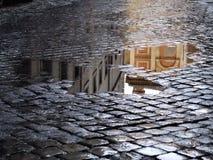 Reflexion in den Pfützen nach Regen Stockfotografie