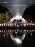 Reflexion der Deusto universitys Brücke stockbild