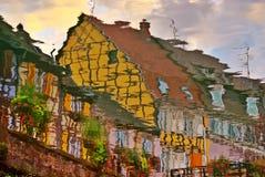 Reflexion der Half-Timbered Straße Lizenzfreies Stockbild