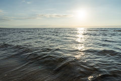 Reflexion der Sonne im Meer Stockbilder