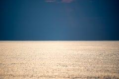 Reflexion der Sonne im Meer Lizenzfreie Stockfotografie
