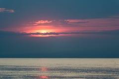 Reflexion der Sonne im Meer Stockbild