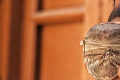 Reflexion in der Sonnenbrille stockfoto