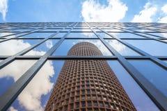 Reflexion des berühmten Turms Stockbild