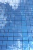 Reflexion des bewölkten Himmels Stockfoto