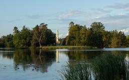 Reflexion des Minaretts auf dem See Lizenzfreie Stockbilder