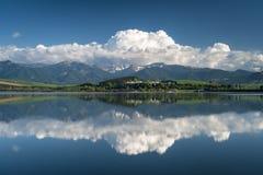 Reflexion in einem See lizenzfreies stockbild