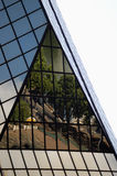 Reflexion in einem Wolkenkratzer Stockbilder