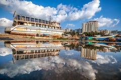Reflexion einer schönen Ansicht der Stadt von Gaza stockbild