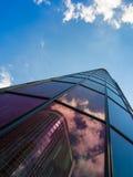 Reflexion eines Wolkenkratzers in einem anderen, Frankfurt, Deutschland Stockfoto
