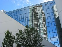 reflexion för byggnadshighrisekontor Royaltyfri Bild