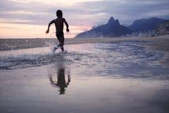 Reflexion för Rio de Janeiro Ipanema Beach Scenic skymningsolnedgång Arkivfoto