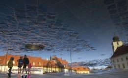 Reflexion för Sibiu tusen dollarfyrkant arkivbilder