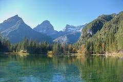 Reflexion groberen Priel-Berges Lizenzfreie Stockbilder