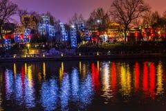 Reflexion Hangzhou Zhejiang Kina för Grand Canal byggnadsnatt Royaltyfri Bild