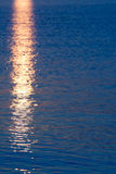 Reflexion - havet under sunrize utan solen Royaltyfri Fotografi