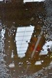 Reflexion i en pöl av vatten Fotografering för Bildbyråer