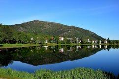 Reflexion i en sjö Royaltyfri Foto
