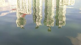 Reflexion i laken stock video