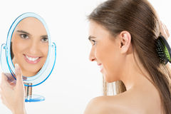 Reflexion i spegeln Arkivfoton