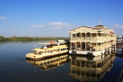 Reflexion i Volga River i astrakan royaltyfria bilder