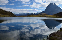 Reflexion im alpinen See du Miey, Franzosen Pyrenäen Stockbild