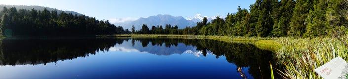 Reflexion im See Matheson, Neuseeland Lizenzfreies Stockbild