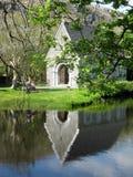 Reflexion: Kirche St. Finbarr, Gougane Barra Stockfotos
