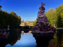 Reflexion på dammet i Segovia royaltyfria bilder